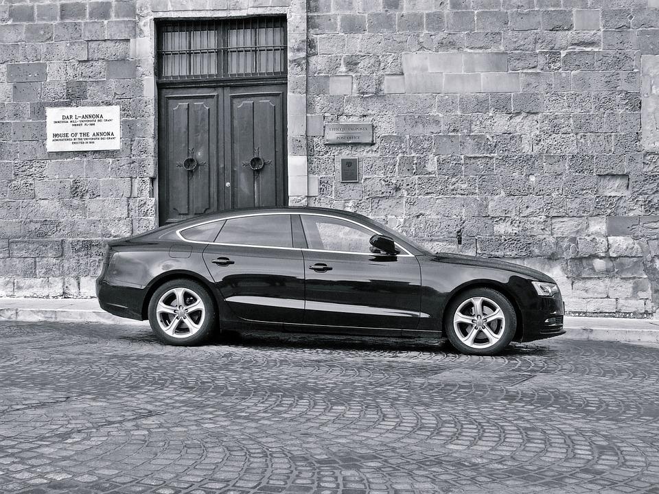luxury-car-1023777_960_720